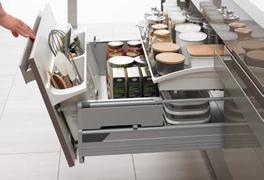 3 - 最近のキッチンは収納が大きい!!