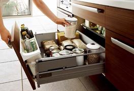 4 - 最近のキッチンは収納が大きい!!
